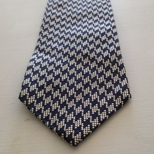 Brooks Brothers Silk Blue Gray Houndstooth Tie